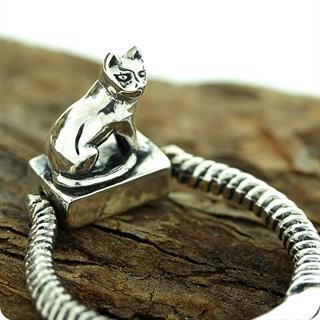 Egyptian Royal Silver Cat Goddess Bastet Stamp Ring